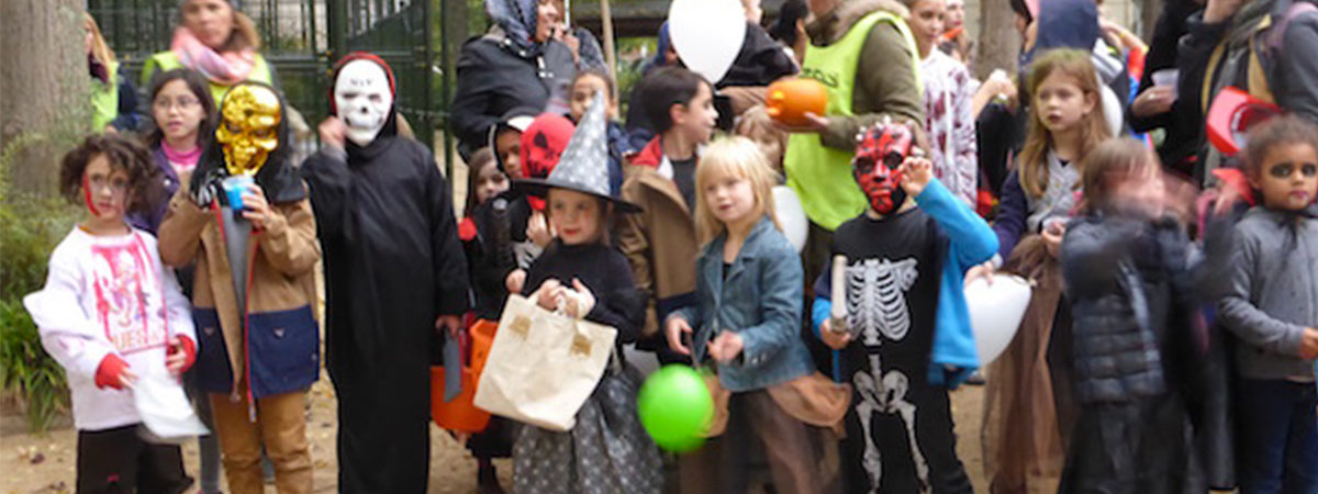 Photo d'enfants pendant la fête d'halloween du Village Clignancourt